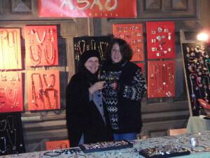 Heidi en Annerieke op een kerstmarkt in Wenen